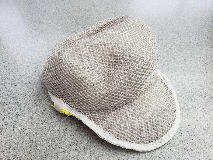 帽子専用ネットに入れてクリーニング